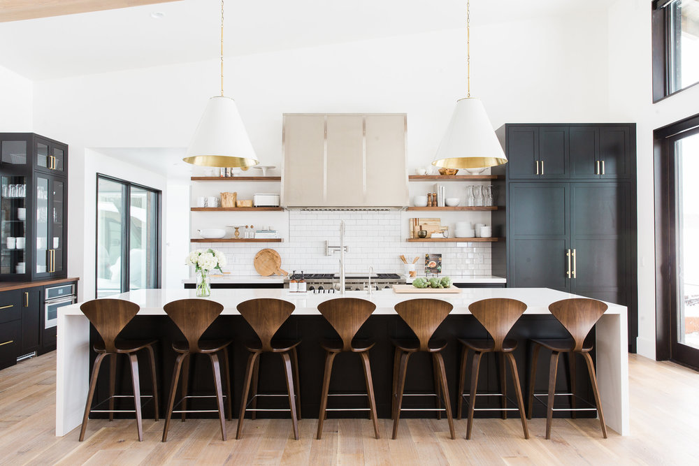 Black,+white+and+wood+kitchen+with+brass+hardware+--+Studio+McGee
